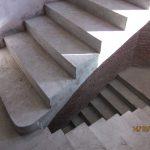 Монолитная полувинтовая лестница с забежными ступенями, без поворотной площадки, ул.Ереванская