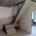 Монолитная бетонная лестница с площадкой и забежными ступенями. Посёлок «Берёзки Элитное» Кировский район.