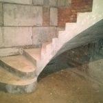 Г-образная забежная лестница с пригласительными ступенями. п. Кудряши.