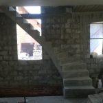 Г образная лестница с забежными ступенями.