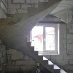 Лестница полувинтовая с забежными ступенями. п. Чкаловские простроры. с.Каменка.