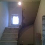 П-образная лестница , нижня я часть прямая с площадкой, верхняя часть с забежными поворотными ступенями. ДНТ Марусино