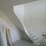 Бетонная монолитная лестница с забежными ступенями иповоротом на 90 град. г.Бердск .Южный м-он