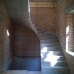 Монолитная бетонная лестница, без площадки с забежными ступенями и разворотом на 180 градусов., г. Бердск, Новый посёлок, ул. Голубичная