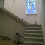 Бетонная монолтная лестница с двумя поворотными площадками. г. Бердск, ул. 1я Лесная.
