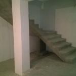 Бетонная монолитная лестница с поворотной площадкой. г.Бердск. ул. 1я Лесная.