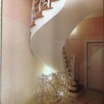 Бетонная монолитная лестница с забежными ступенями.п. Кирова. г.Бердск. ул. Зелёная.
