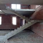Монолитная бетонная лестница с площадкой. ДНТ Белые Росы