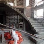 Монолитная бетонная лестница с поворотом на 90 градусов. п.Кольцово. ДНП 12й квартал