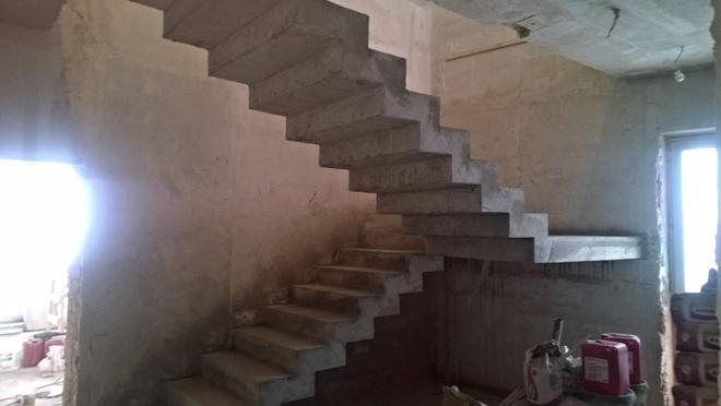 Устройство лестницы из бетона в многоэтажном доме.