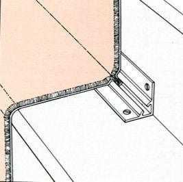 В профиль заводятся оба торца соседних кусков ковролина. При таком способе монтажа каждый отрезок можно легко снять и постирать